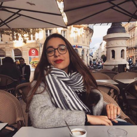 Meet Eva, our Admissions Manager in Bordeaux